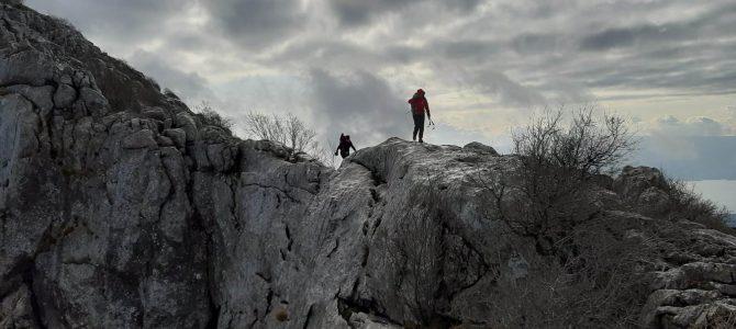 Kroz kamenjar i po hrptu – osvojeni Matokit i Mosor